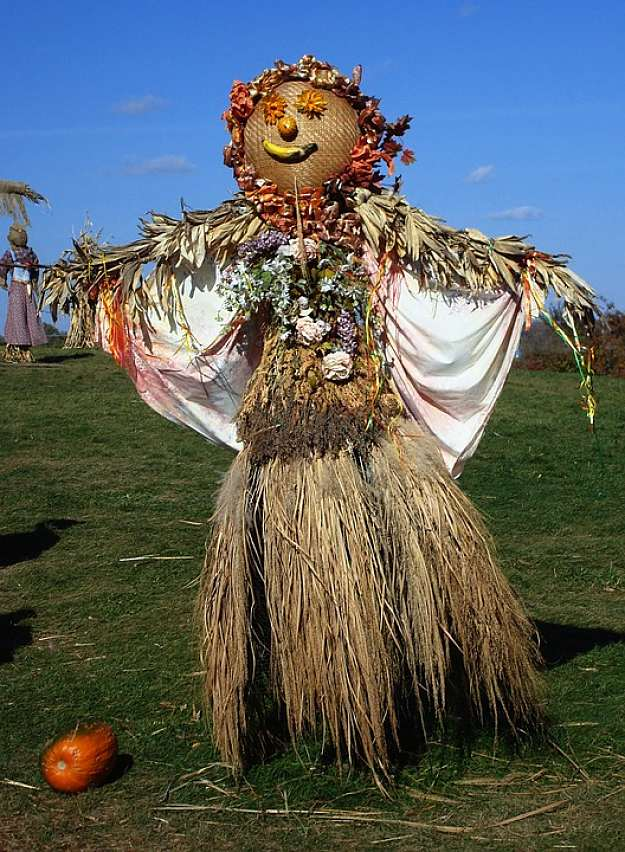 19 Fun Scarecrow Ideas To Make For Halloween And All Year Round