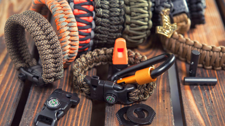 Bracelets made of rope braided (paracord) and carabiners with a compass | Paracord Projects, Knots, And Ideas To Make On Your Own | Easy paracord projects | Featured
