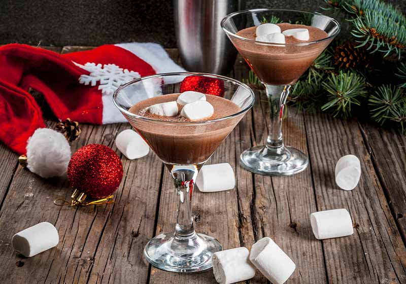 homemade Hot Chocolate Martini cocktails with marshmallow | winter cocktails